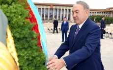 Participation in the ceremony of laying flowers at the Monument to the People's Heroes